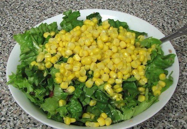 Зеленый салат с тунцом