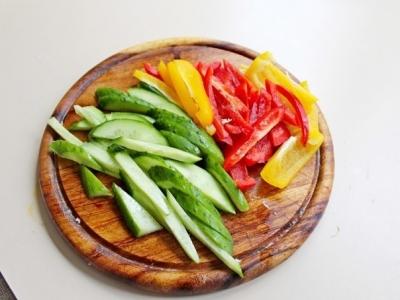 Салат с куриной грудкой, овощами и йогуртом2
