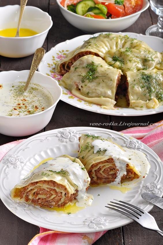 Катлама с мясным фаршем и чесночным соусом