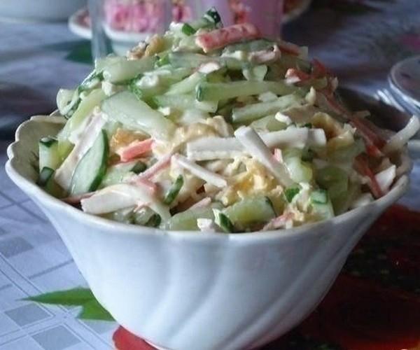 Салат с сыром сулугуни (косичкой)