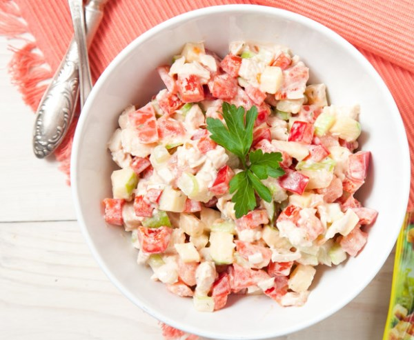Салат с сельдереем, яблоком и куриным филе 1