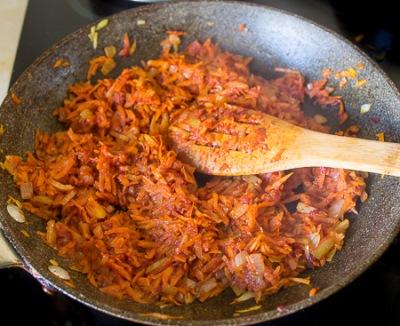 Рулет из свинины с морковью 7