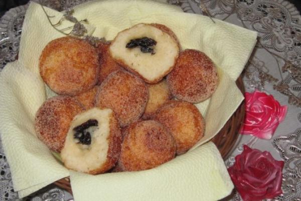 Творожные пончики по-домашнему с черносливом